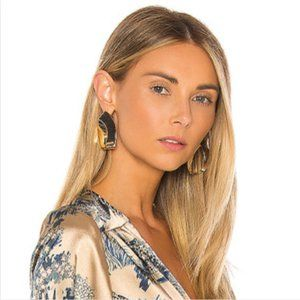 8 Other Reasons Ares Hoop Earrings In Gold